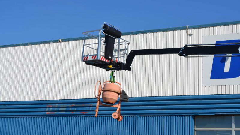 The lifting capability of the DINO 190XTE access platform.