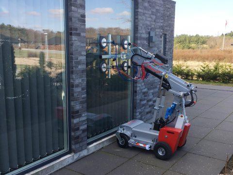 The Smartlift SL 208 Compact glazing robot.