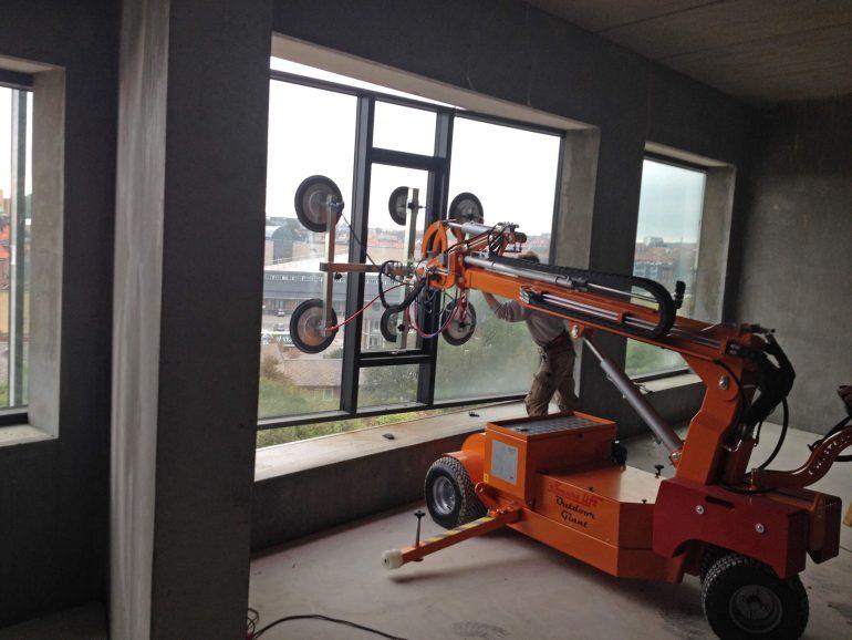 The Smartlift SL 780 Outdoor Giant glazing robot.