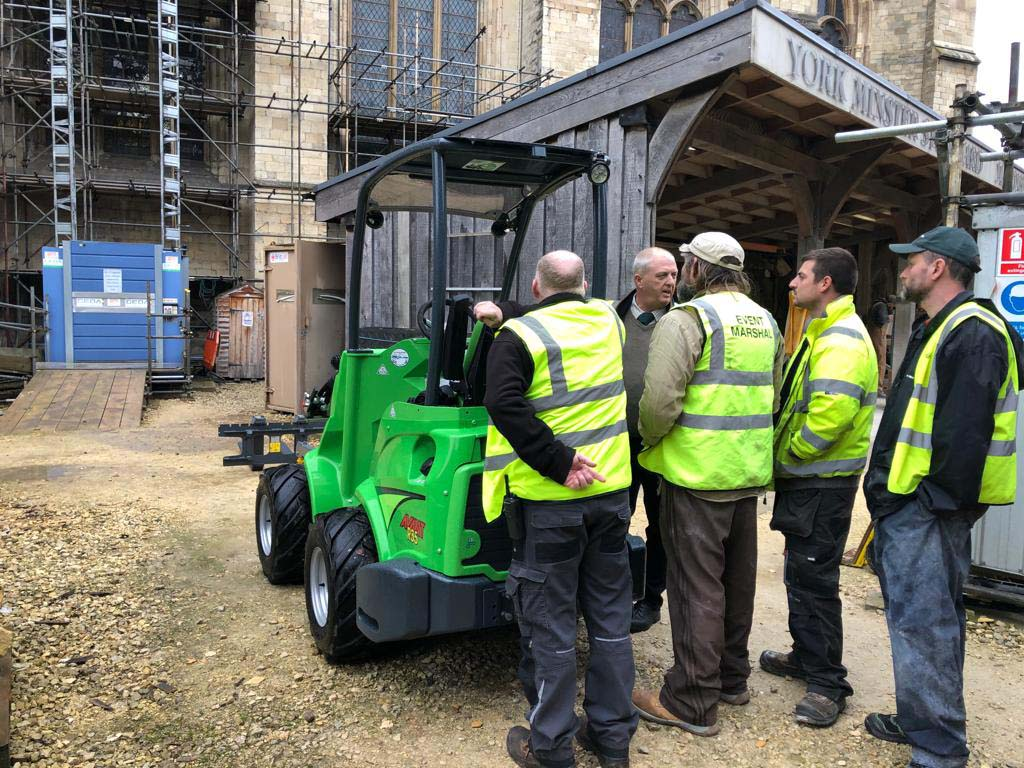 Familiarisation training of Avant compact loaders.