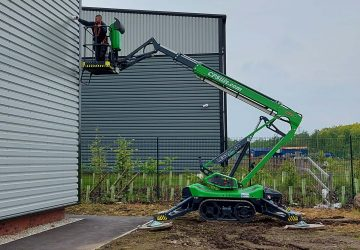 A Leguan cherry picker available for hire from CPS Lift.