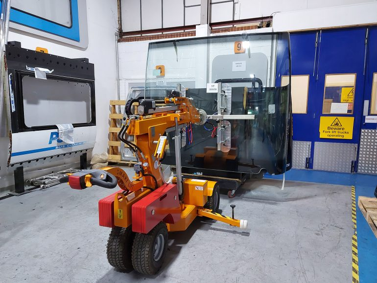Curved glass units can be lifted by Smartlift vacuum robots.