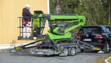 Leguan 135 Neo being loaded onto a trailer.